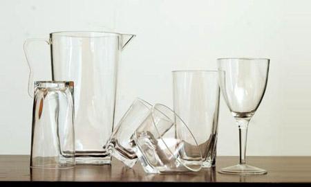 Plástico Moderno, Acrílicos - Aprimoradas, as resinas expandem aplicações, acirram a disputa com o poliestireno e opolicarbonato e elevamo consumo do polimetacrilato de metila