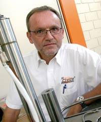 Plástico Moderno, Michael Rollmann, gerente-geral da Incoe International Brasil, de Itatiba-SP, Câmara quente - Sistemas mais precisos e com custos menores avançam sobre a injeção tradicional com galhos