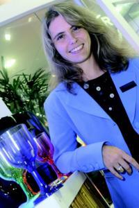 Plástico Moderno, Mariana Tozzi, gerente de desenvolvimento de novos negócios da Bayer MaterialScience América Latina, Resinas especiais - Feira reforça tendência de maior uso do plástico em substituição a outros materiais, como os metais