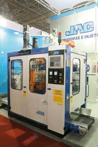 Plástico Moderno, Sopradoras - Empolgados com a retomada dos negócios, os fabricantes exibiram equipamentos mais automatizados e produtivos