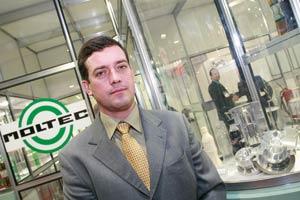 Plástico Moderno, Peter Schulze, coordenador de vendas da Moltec, Moldes - Ferramenteiros marcam presença institucional, mas aproveitam para divulgar a carteira de produtos