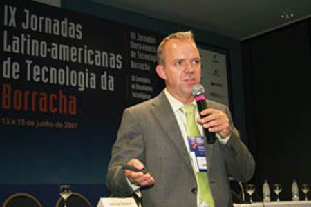Plástico Moderno, Marcos de Oliveira, diretor-comercial da DSM no Brasil, Notícias - Nova linha de EPDM suporta até 160°C