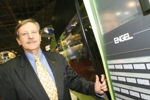 Plástico Moderno, Herbert Buschle, diretor-presidente da HDB, Microinjeção - Processo abre campo às resinas em mercado de peças altamente complexas