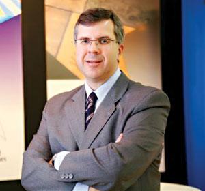 Plástico Moderno, José Lucas Freire Jr., presidente da Bluestar Silicones para a América Latina, Expobor - Tecnologia automobilística muda e exige adaptação das borrachas