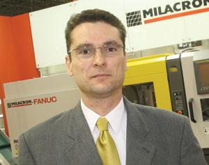Plástico Moderno, Gerhard Bernecker, gerente de assistência técnica da Sumitomo/Demag, Stack molds - Produção de grandes volumes estimula o uso de moldes múltiplos