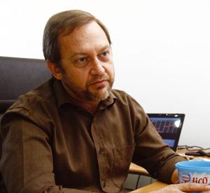 Plástico Moderno, José Felício Baldasso, Diretor-industrial, In mold labeling - Indústria de embalagens começa a fazer encomendas e tecnologia ganha espaço no mercado nacional