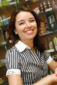 Plástico Moderno, Luciana Pellegrino, Diretora-executiva da Abre, Embalagens para alimentos - Legislação brasileira aperta o cerco para garantir segurança