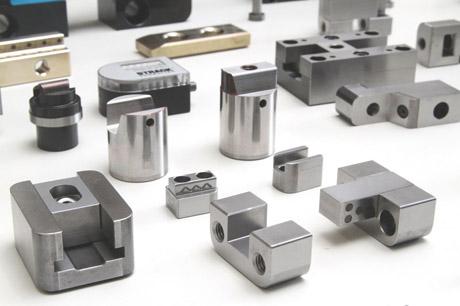 Plástico Moderno, Ferramentaria moderna - Componentes e acessórios para moldes vendem mais e fabricantes ampliam capacidades produtivas