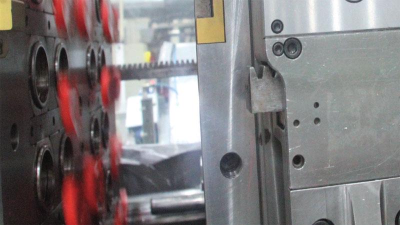 Plástico, Ferramentaria Moderna - Stackmold dobra a produção no mesmo ciclo de injeção