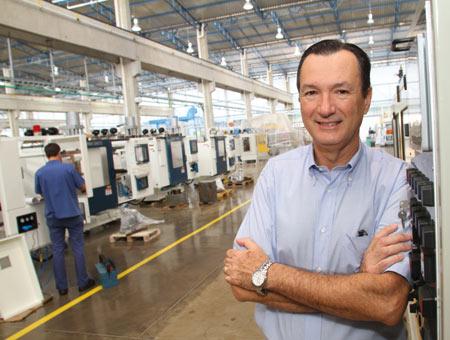 Plástico, Newton Zanetti, diretor, Sopradoras - Fabricantes ampliam oferta de modelos de alto valor agregado