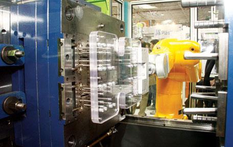 Plástico Moderno, Injetoras - Meio ressabido, mercado dá sinais de que demanda por injetoras pode voltar a crescer