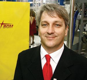 Plástico Moderno, Walner R. Cavallieri, diretor, Periféricos - Equipamentos emplacam mesmo com as dificuldades econômicas, por gerar ganho de produtividade