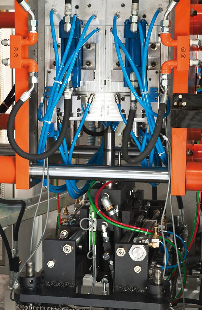 Plástico Moderno, Máquinas: Fabricantes nacionais lutam para manter ritmo, apesar da economia fraca