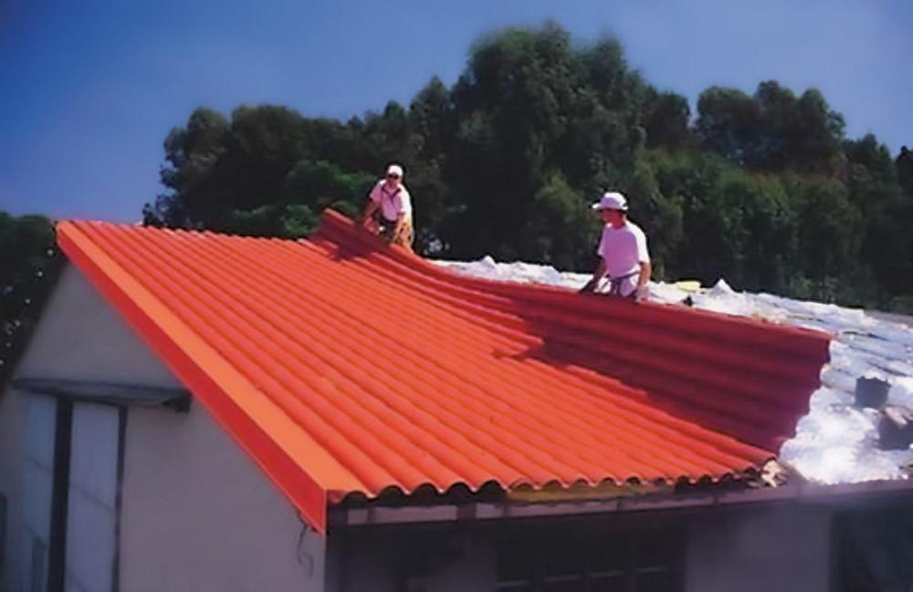 Plástico Moderno, Instalação de telhas de PVC é rápida e pede menos estrutura