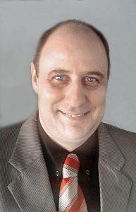 Plástico Moderno, Alexandre Farhan é técnico em plásticos pelo Senai-SP, com 30 anos de atuação no setor.